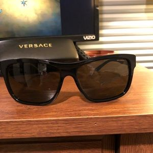 My fave pair of oversized Versace sunglasses!